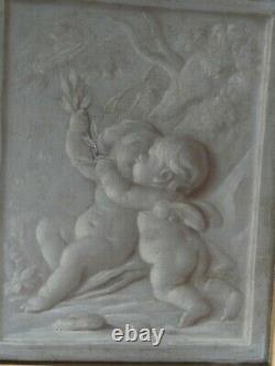 2 tableaux anciens peinture du XVIIIème siecle (grisailles) les amours
