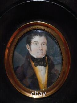 Tableau peinture ancienne miniature 19 siècle portrait buste homme cadre laiton